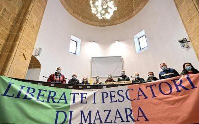 Italy PM flies in as Libya frees Sicilian fishermen